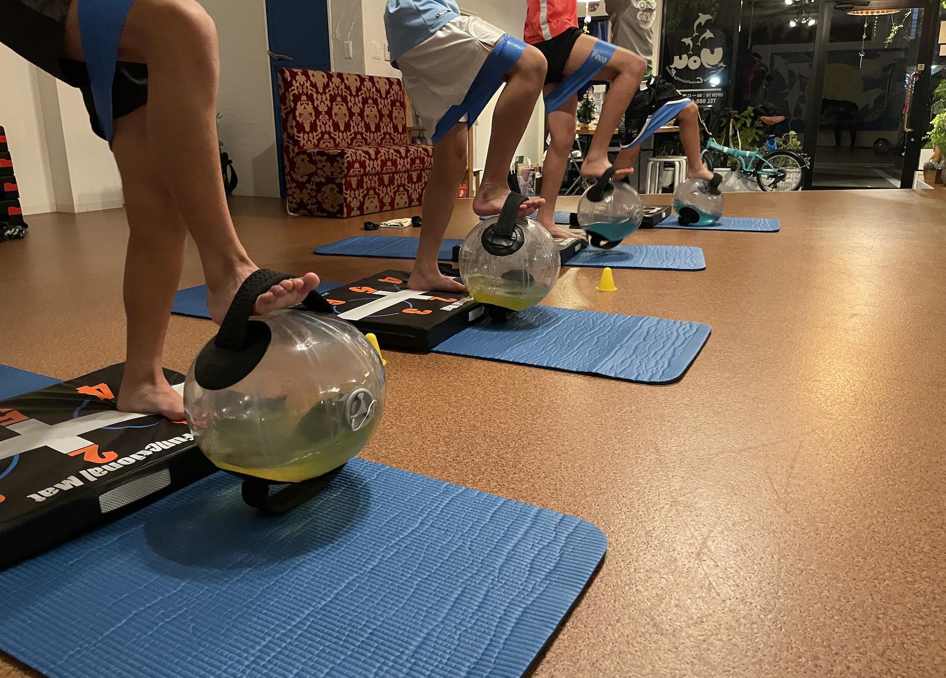 水の力で体幹トレーニング