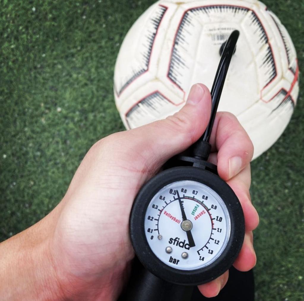 ボールの空気圧